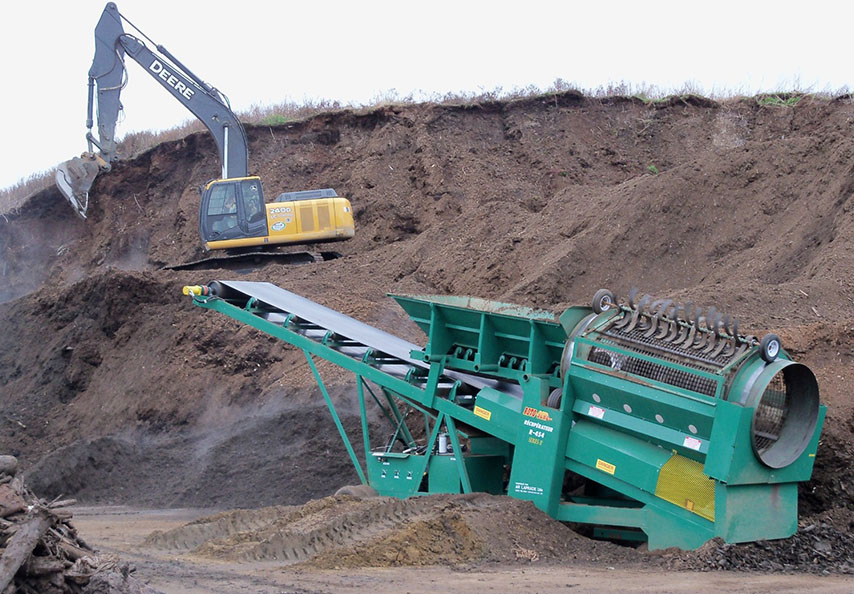 La matière issue du site de Compostage Mauricie était un compost immature qui a été tamisé et caractérisé afin d'établir des plans de fertilisation agricoles appropriés. Ce sont de 300 000 tonnes de matières organiques de qualité qui ont ainsi été distribuées en grande partie aux producteurs de la région.