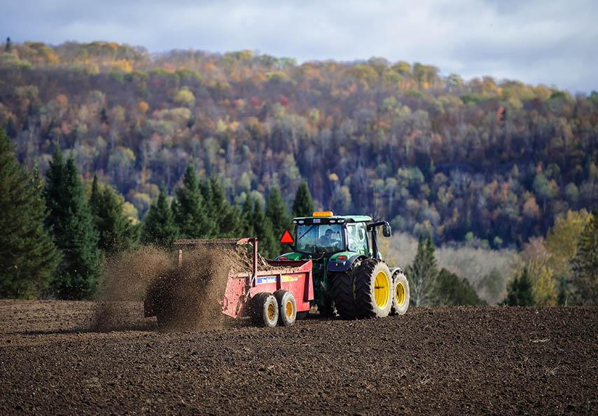 Viridis est présente dans toutes les régions où l'on retrouve des activités agricoles – de l'Abitibi-Témiscamingue jusqu'au Bas-St-Laurent, elle offre toute une gamme de services aux générateurs de MRF ainsi qu'aux utilisateurs finaux.