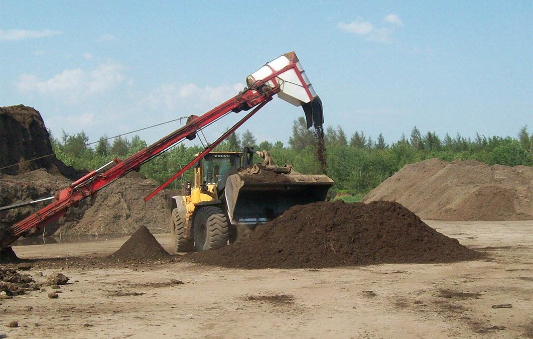 Les travaux de retrait du compost avancent bien à Saint-Luc-de-Vincennes