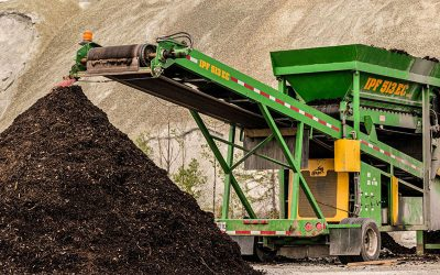Premier tamisage sur la plateforme de compost du CRTMO à Thetford Mines
