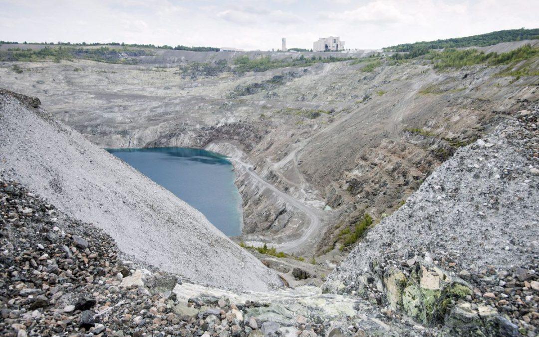 Végétaliser les vieilles mines d'amiante: une idée populaire